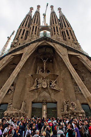 View of the Passion Façade, Josep Maria Subirachs (sculptor), Antoni Gaudí, Church of the Sagrada Família or Basílica i Temple Expiatori de la Sagrada Família, 1882- (consecrated 2010, but still under construction), Barcelona, Spain (photo: Mstyslav Chernov, CC BY-SA 3.0)