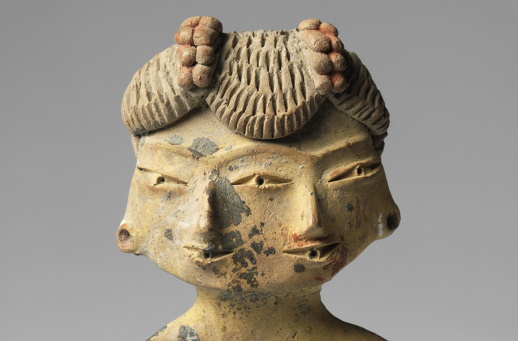 Double-faced female figure figurine, early formative period, Tlatilco, 1500–1200 B.C.E., ceramic with traces of pigment, 9.5 cm. high (Princeton University Art Museum)