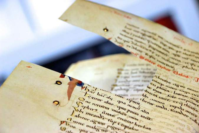 The golden letters in this manuscript were stolen by a thief in the past, who cut them out with a knife. Leiden, University Library, BPL MS 59, 14th century (photo: Erik Kwakkel)