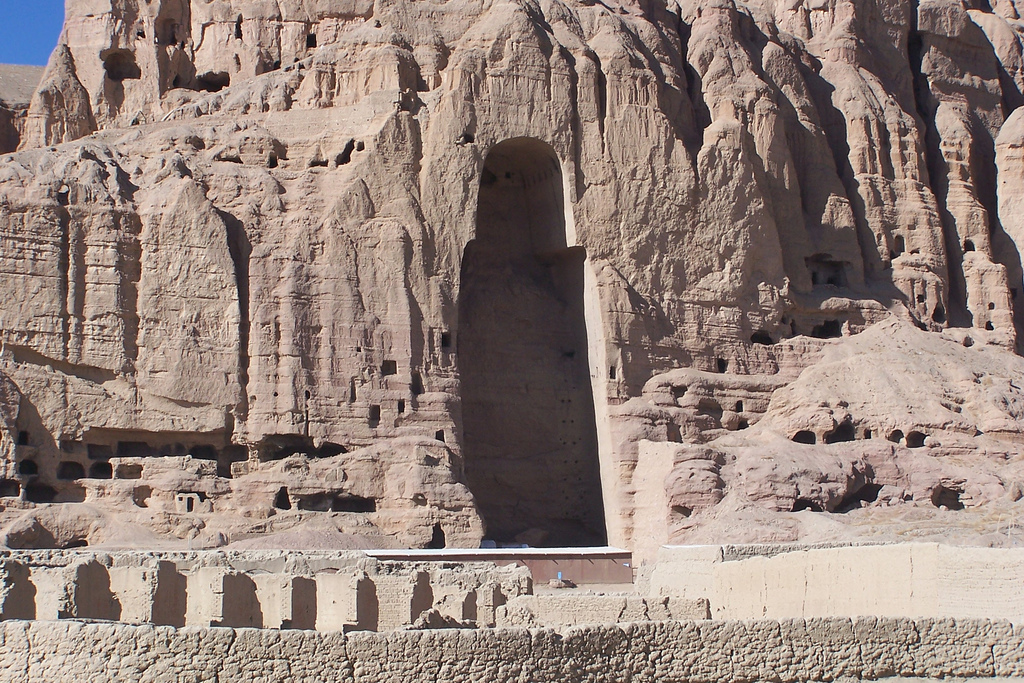 West niche, c. 6th-7th c C.E., stone, stucco, paint, Bamiyan, Afghanistan, Buddha destroyed 2001 (photo: Carlos Ugarte, CC BY-NC 2.0)