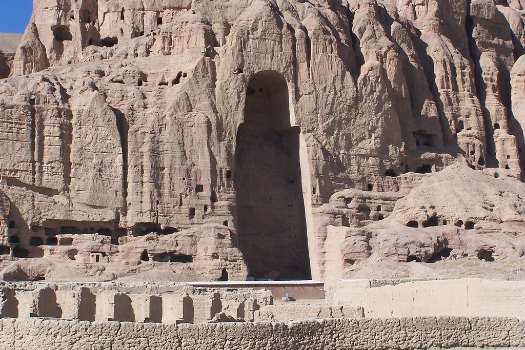 West niche, c. 6th-7th c C.E., stone, stucco, paint, Bamiyan, Afghanistan, Buddha destroyed 2001 (photo:Carlos Ugarte, CC BY-NC 2.0)