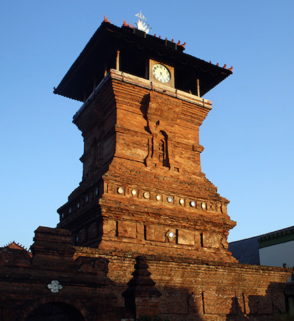 Minaret, Bahasa Indonesia: Masjid Menara Kudus Jawa Tengah, Indonesia, 1549 (photo: PL09Puryono, CC0 1.0)