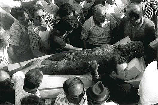The discovery of the statues in 1972
