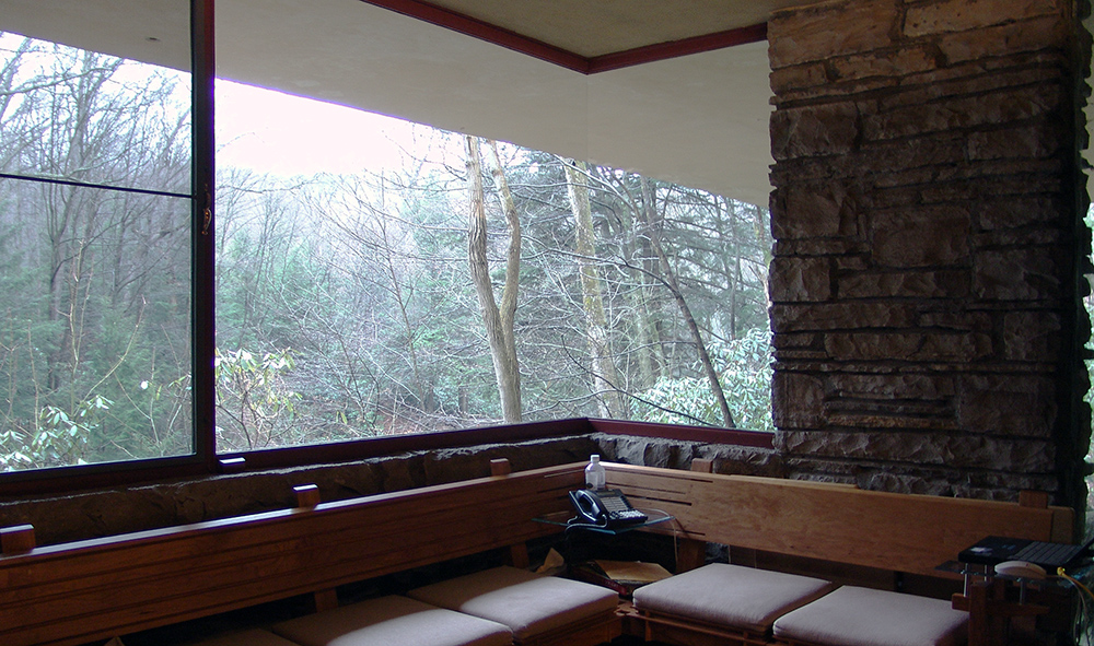 Frank Lloyd Wright, Fallingwater (Edgar Kauffmann House), Bear Run, Pennsylvannia, 1937 (photo: Lykantrop) http://commons.wikimedia.org/wiki/File:Frank_Lloyd_Wright_-_Fallingwater_interior_2.JPG