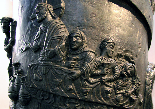 Wedding at Cana (detail), Bernward Column, c. 1000, bronze, 3.79 x 0.58 m, Hildesheim Cathedral (photo: Bischöfliche Pressestelle Hildesheim (bph)