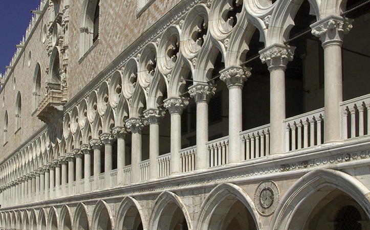 Lower loggia pointed arches and second level balcony tripartite lobes and columns, Palazzo Ducale, 1340 and after, Venice