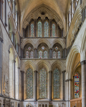 Pointed arches and lancet windows in the North transept of Salisbury Cathedral, 1220-1320 (photo: Diliff, CC BY-SA 3.0)