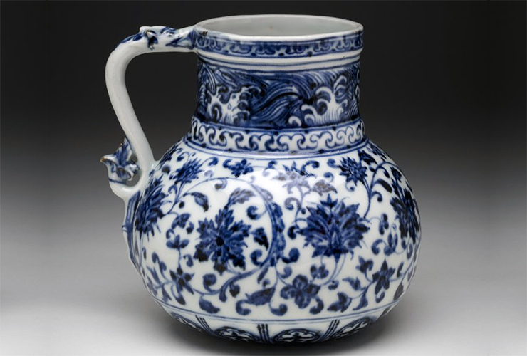 Tankard with a dragon-shaped handle, 1403-24, Ming Dynasty, blue-and-white porcelain, 14 cm high (photo: © Trustees of the British Museum) http://www.britishmuseum.org/research/collection_online/collection_object_details.aspx?assetId=1529482001&objectId=256440&partId=1
