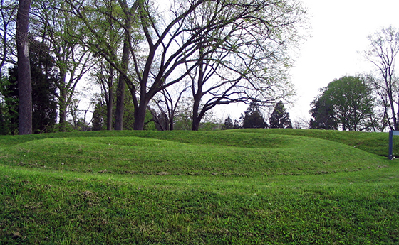 View of tail, Fort Ancient Culture(?), Great Serpent Mound, c. 1070, Adams County, Ohio (photo: The Last Cookie, CC BY 2.0)