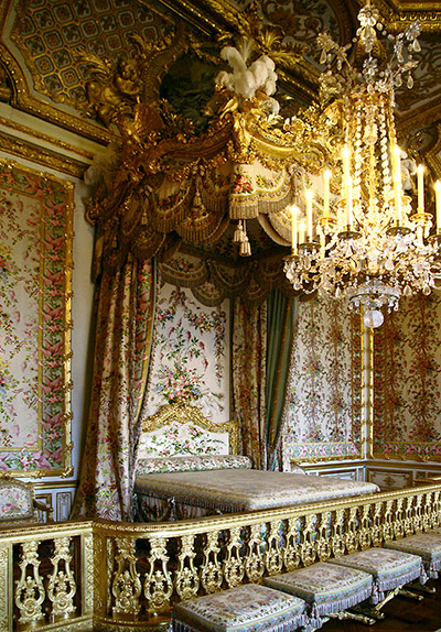 Queen's bed chamber, Versailles (photo: Scott SM, CC BY-NC 2.0)