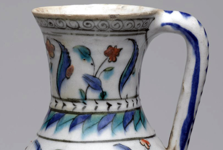 Detail, Iznik ewer, 2nd half of the 16th century (Ottoman), fritware, painted in black, cobalt blue, green, red under transparent glaze, 17-7/8 x 15-1/2 inches / 45.4 x 39.4 cm (photo: Brooklyn Museum, CC BY 3.0)