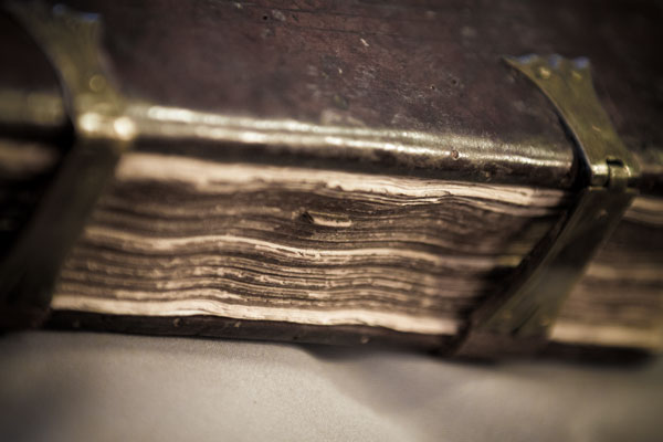 Bookmark glued to a page. Leiden, University Library, BPL MS 304 (photo: Giulio Menna)