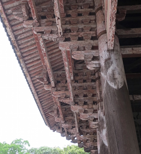 Brackets, Nandaimon (Great South Gate), end of the 12th century , Todaiji, Nara, Japan (photo: author, CC BY-NC-SA 2.0)