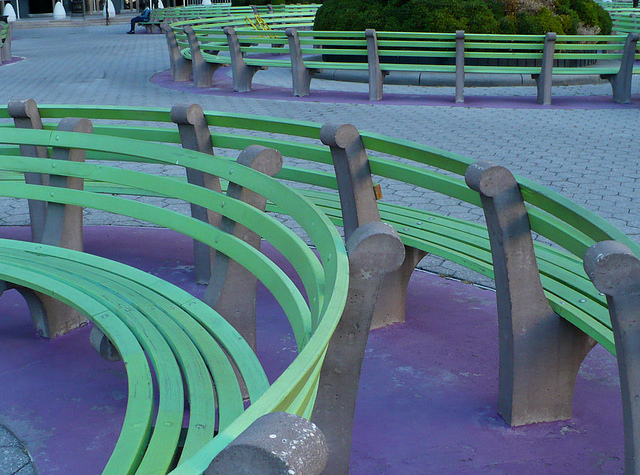 Martha Schwartz, benches and plantings in Federal Plaza, installed 1997 (photo: Lionel Martinez, CC BY-NC-ND 2.0)
