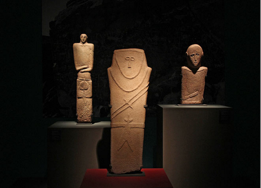 Three anthropomorphic stelae dating to the 4th millennium B.C.E. found in northwest Saudi Arabia, near Ha'il and in Tayma (photo: © Haupt & Binder)