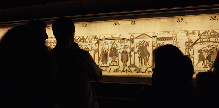 Viewing the Bayeux tapestry at the Bayeux Museum; Bayeux tapestry, c. 1070, embroidered wool on linen, 20 inches high (Bayeux Museum) (photo: boris does burg, CC BY-NC-SA 2.0)