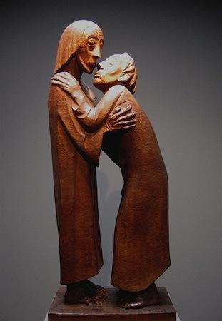 Ernst Barlach, The Reunion (Das Wiedersehen), 1926, mahogany, 90 x 38 x 25 cm (Ernst Barlach Haus, Hamburg), (photo: Rufus46,CC-BY-SA 3.0)