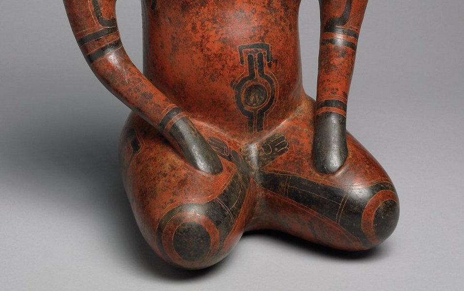 Abdomen and crossed legs (detail), Doe Shaman Effigy, Costa Rica/Nicaragua, c. 500 B.C.E.-300 C.E., ceramic, 32 x 26 x 18 cm (Michael C. Carlos Museum, Emory University) (photo: Bruce M. White)