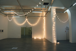 Felix Gonzalez-Torres, Untitled (for Stockholm), 1992, light bulbs, porcelain light sockets and extension cords, dimensions variable  © The Felix Gonzalez-Torres Foundation (photo: Andrew Russeth, CC CC BY-SA 2.0)