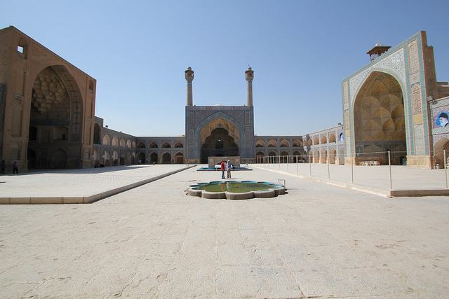 Courtyard, The Great Mosque or Masjid-e Jameh of Isfahan (photo: reibai, CC BY 2.0)