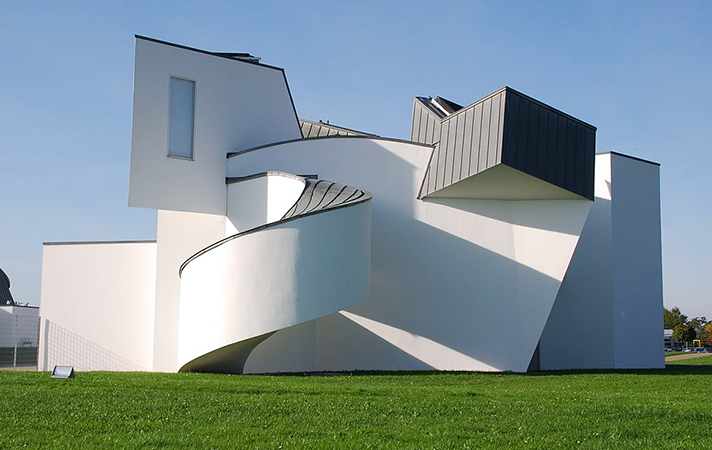 East façade, Frank Gehry, Vitra Design Museum, Weil am Rhein von Osten, 1989 (photo: Wladyslaw CC BY-SA 3.0)