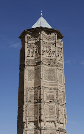 Minaret constructed near Royal Palace of Mas'ud III of Ghazni, 12th century, Afghanistan (photo: kabulpublicdiplomacy, CC BY-ND 2.0)