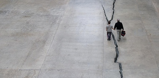 Doris Salcedo, Shibboleth, 2007-08, Tate Modern (photo: Wonderferret, CC BY 2.0-altered)