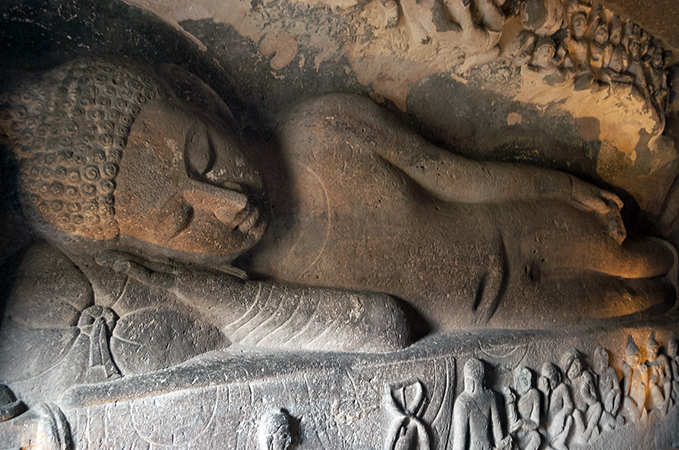 Reclining Buddha, Cave 26 (photo: Shriram Rajagopalan, CC: BY 2.0)