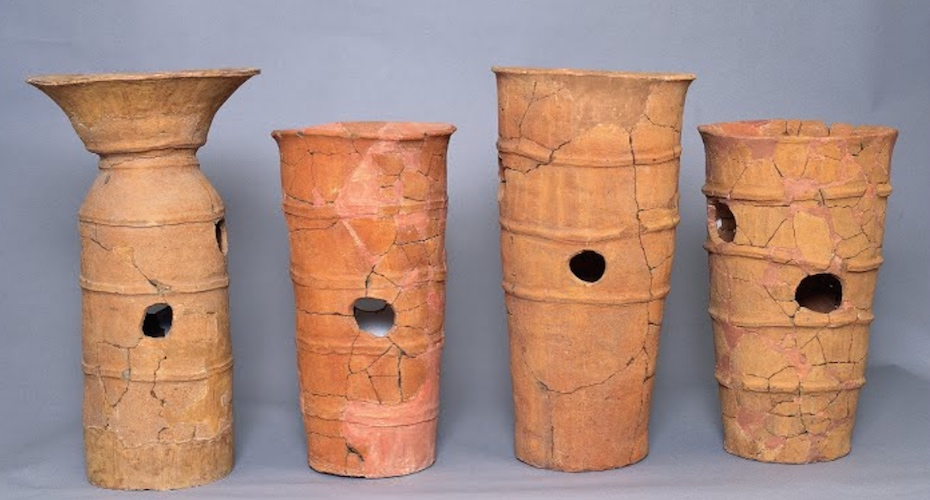 Cylindrical Haniwa, 6th century, clay (Saitama Prefectural Museum of the Sakitama Ancient Burial Mounds)