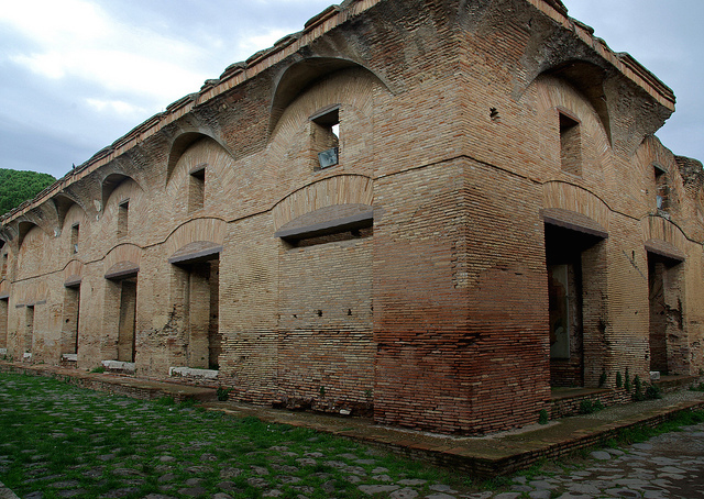 House of Diana, Ostia, late 2nd century C.E. (photo: Sebastià Giralt, CC BY-NC-SA 2.0)