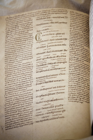 Leiden, University Library, VLQ MS 104, Glossed Bible, photo: Giulio Menna