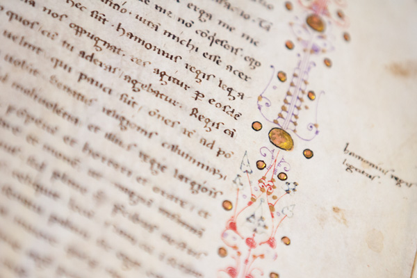 Gilding, Leiden, University Library, VLQ MS 4, 14th century (photo: Giulio Menna)